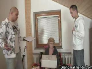 older blond beauty gives her vagina up to
