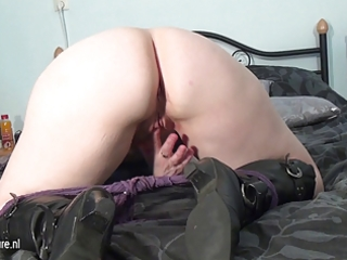 non-professional aged mother masturbating
