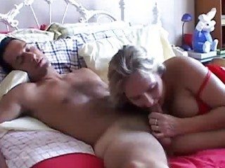 breasty older non-professional gives a great oral