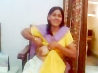 indian aunty showing her mounds