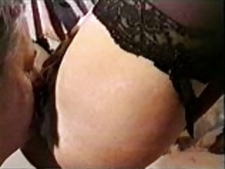cuckold spouse eating cum from wifes pussy3