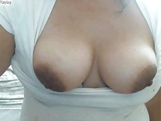 latin chick de ricos senos y grandes pezones