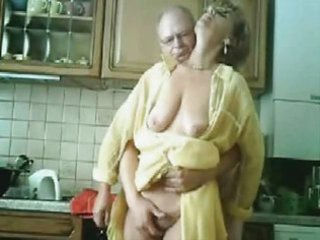 mommy and daddy having pleasure in the kichten.
