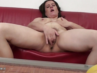 housewife mama loves playing with her curly pussy