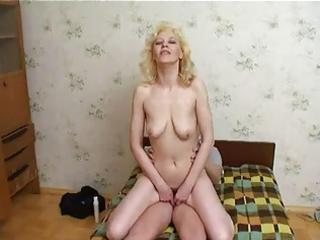 russian mum enjoys young lads cum !