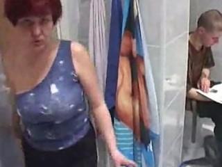 aged women fuck much younger boy in bath