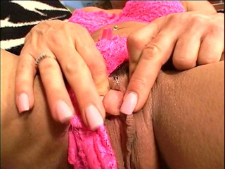 older latina fingers her cum-hole for us