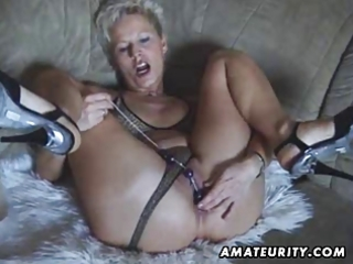 busty amateur d like to fuck toys and sucks with
