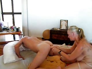 mamma sticks dildo in boys ass