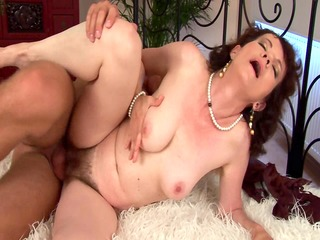 Evelyns hairy mature snatch banged