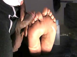 wifes idle feet jack off huge muddy load!!!