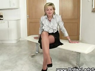 nylons aged fetish bitch gets herself off