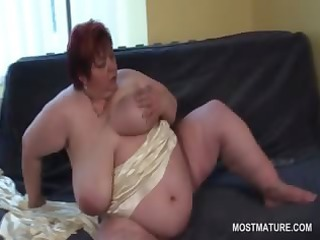lusty big beautiful woman aged toying her huge