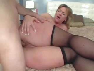 large arse mommy likes the anal sex