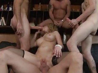 Bootylicious milf in heels gets into hot gang
