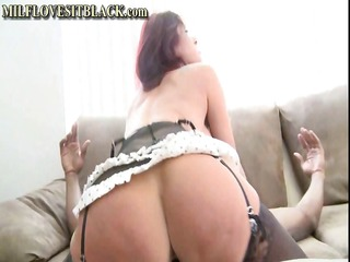 breasty redhead cougar is getting her pussy