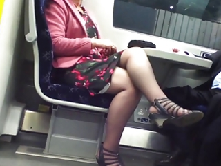 candid sexy crossed legs 3. sexy mature! (+slow