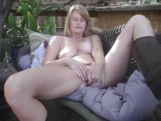 mature sandy solo playing