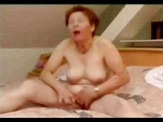 mature woman masturbating good. non-professional