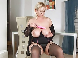 giant breasts on excited cougar kimi