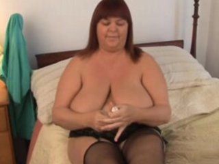 beatiful breasty mother i in nylons works her