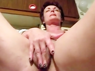 short haired mamma masturbating pussy and gazoo