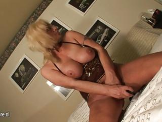 golden-haired mature mother masturbate