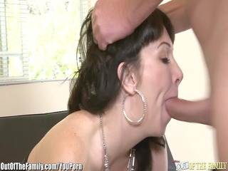daughter catches mommy getting gazoo drilled