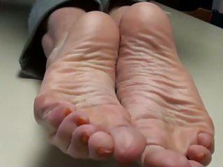 cum on mamas feet