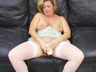 Milf makes herself squirt