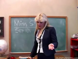 saucy d like to fuck teaches about her cookie