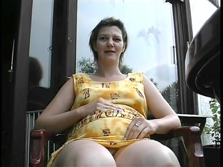 preggy milf shaves her pussy previous to being