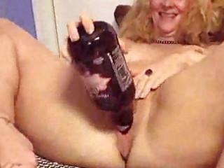 older puts a bottle in her fuck gap