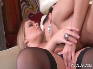 blondie receives lesbian cunillingus on daybed