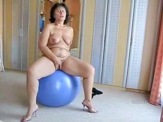 corpulent mature bitch on her blue ball