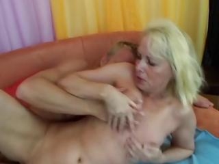 hawt mama vs youthful pecker