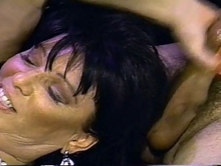 Hot vintage fuck action for this mature babe