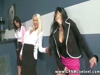 hungry honeys suck at gloryhole together