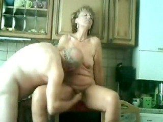 my mommy and daddy fucking in our kitchen !!!