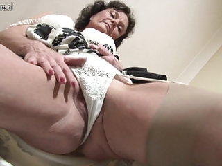 hawt british milf loves to masturbate