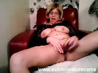 older mama tina toying and cumming on livecam
