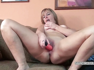 curvy d like to fuck liisa is fucking her fur pie