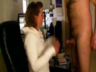 honey housewife sucks off her mans rod the pont